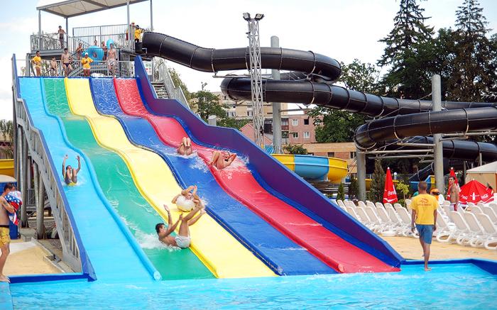Aqua park brasov for Aqua piscine otterburn park