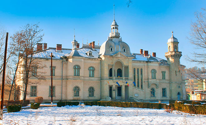 Palatul Ghika din orasul Comanesti - dan calin