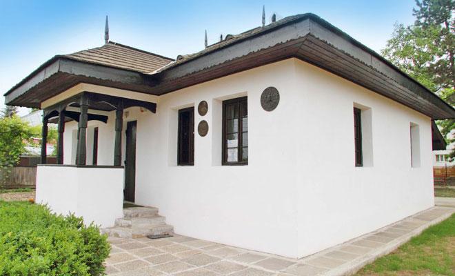Casa memoriala Nicolae Iorga din orasul Botosani - lataifas