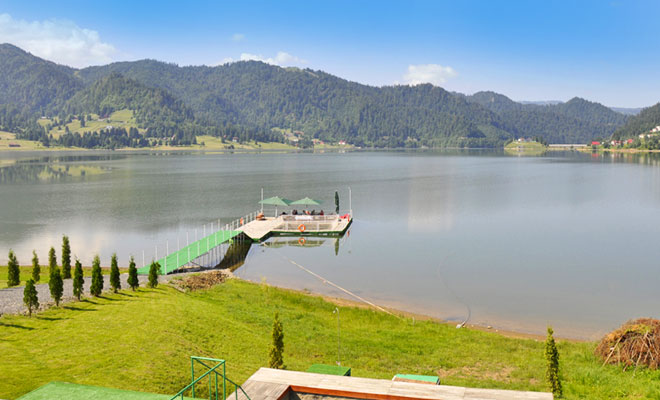 Lacul Colibita din comuna Bistrita Bargaului - flickr