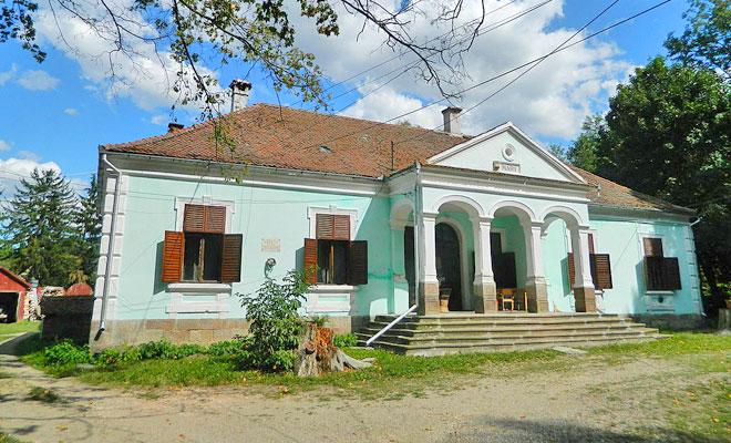 casa-memoriala-benedek-elek-din-comuna-batani-wikimedia