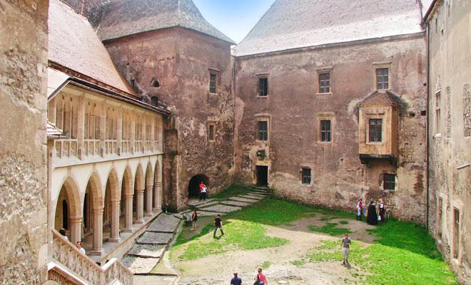castelul-corvinilor-din-orasul-hunedoara
