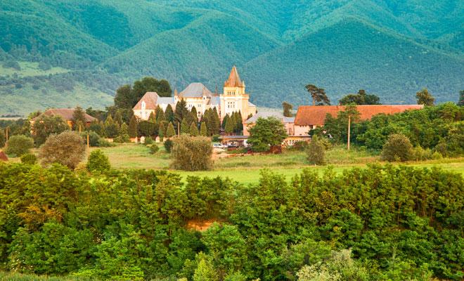 castelul-kendeffy-din-comuna-santamaria-orlea