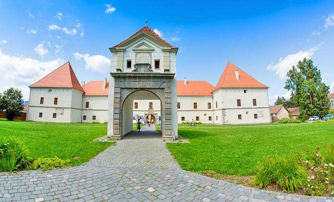 castelul-miko-din-orasul-miercurea-ciuc-hotelguru