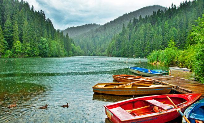 lacul-rosu-din-judetul-harghita