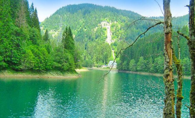lacul-scropoasa-din-judetul-dambovita-cesavezi