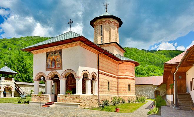 manastirea-polovragi-din-comuna-polovragi-flickr