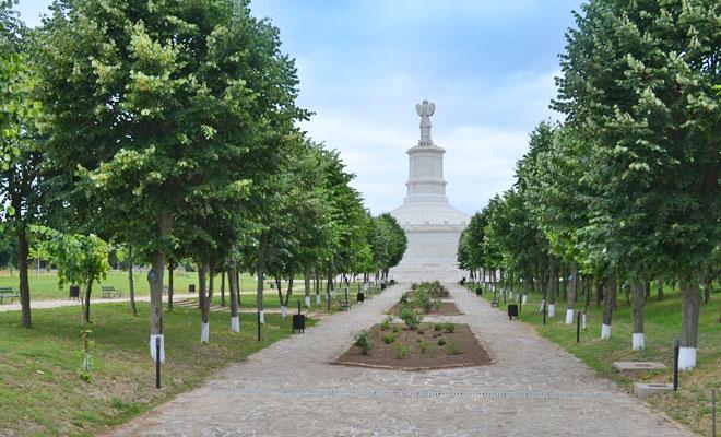 monumentul-de-la-adamclisi-din-comuna-adamclisi