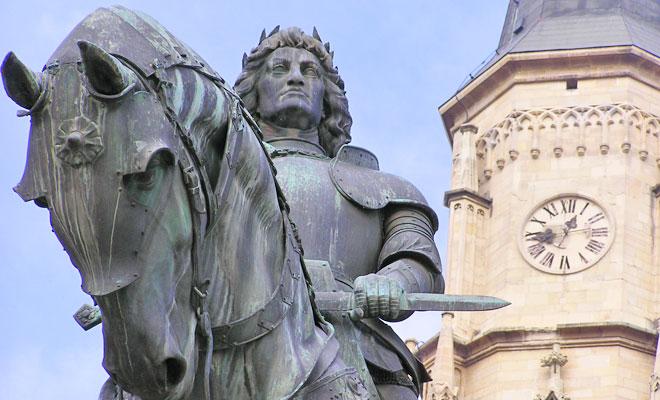statuia-lui-matei-corvin-din-orasul-cluj-napoca-flickr