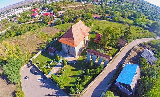 biserica-sfanta-treime-din-orasul-siret-svnews