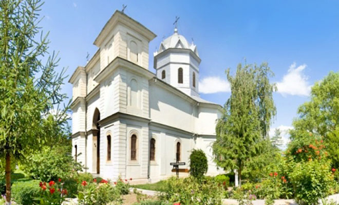 biserica-sfintii-voievozi-din-orasul-slobozia-crestinortodox