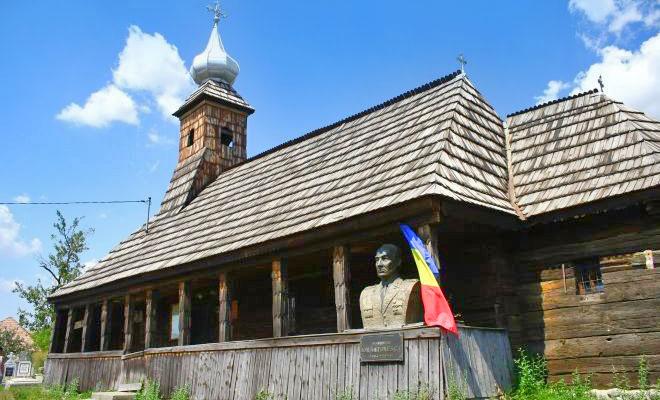 biserica-din-lemn-sfintii-arhangheli-mihail-si-gavril-din-comuna-sarmasu-zi-de-zi