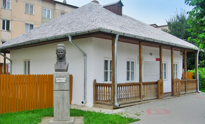 casa-memoriala-veronica-micle-din-orasul-targu-neamt-wikimedia