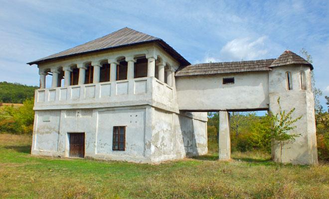cula-tudor-vladimirescu-din-comuna-cernesti-wikimedia