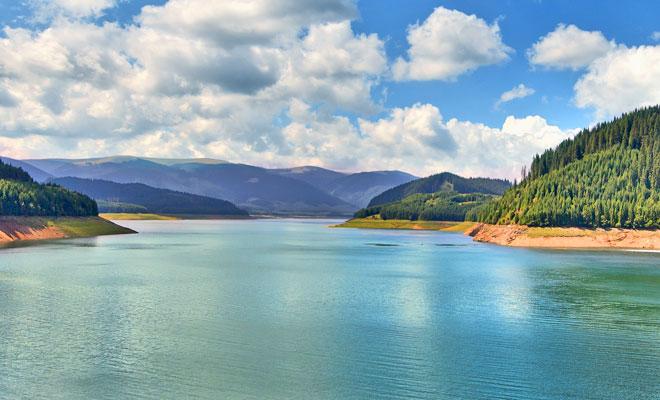 lacul-vidra-din-judetul-valcea-flickr