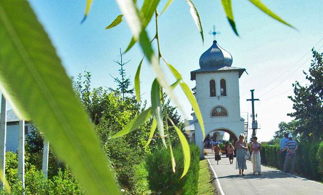 manastirea-balaciu-din-comuna-balaciu-flickr