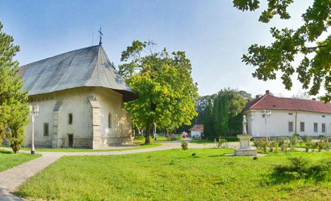 manastirea-bogdana-din-orasul-radauti-flickr