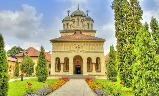 manastirea-cozia-din-orasul-calimanesti