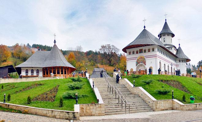 manastirea-pangarati-din-comuna-pangarati-flickr