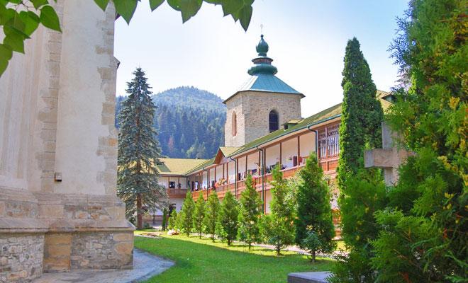 manastirea-slatina-din-comuna-slatina-flickr