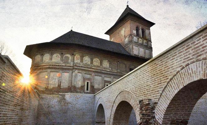 manastirea-strehaia-din-orasul-strehaia-drumliber