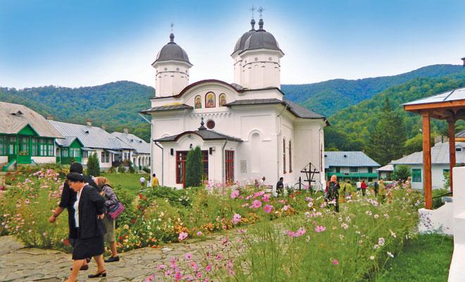 manastirea-suzana-din-comuna-maneciu