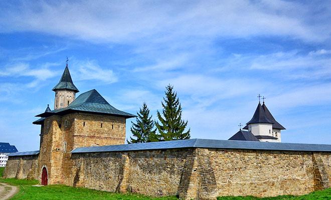 manastirea-zamca-din-orasul-suceava-flickr