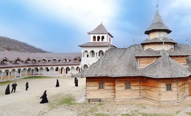 Manastirea Nera din comuna Sasca Montana - basilica