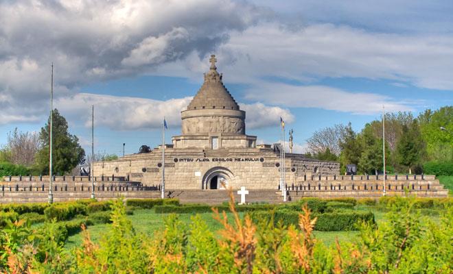 Mausoleul eroilor din orasul Marasesti