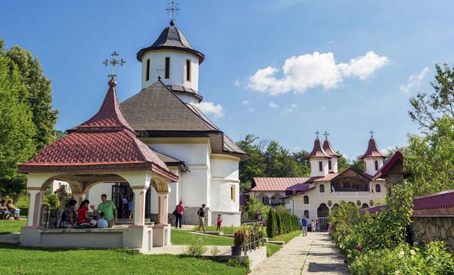 Manastirea-Crasna-din-comuna-Izvoarele,-judetul-Prahova