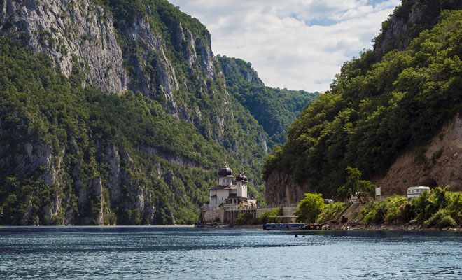 Manastirea-Mraconia-din-comuna-Dubova,-judetul-Mehedinti