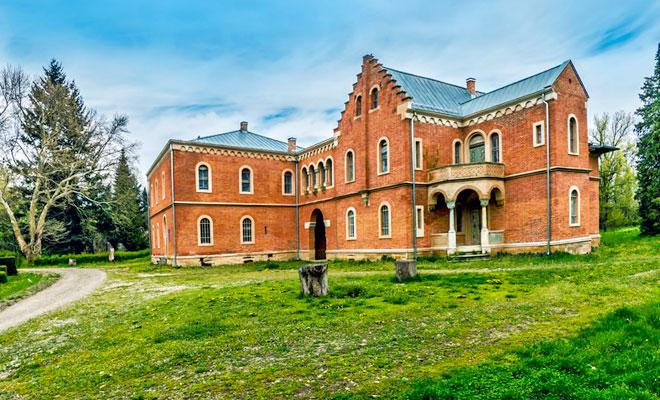 Castelul Rosu din comuna Hemeius - flickr