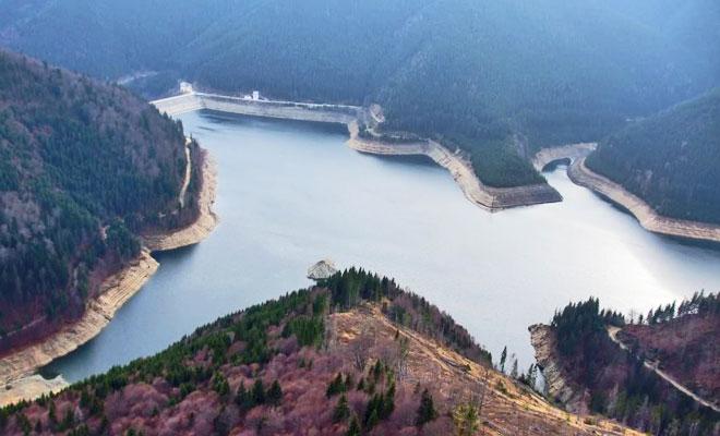 Lacul Pecineagu din comuna Rucar - lataifas