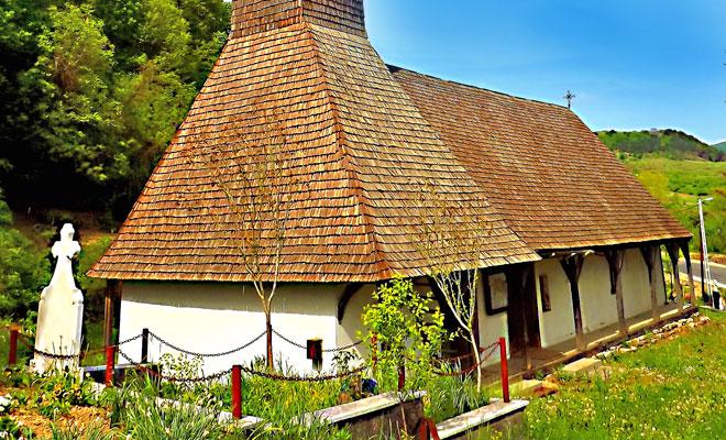 Biserica din lemn din comuna Pestis - panoramio