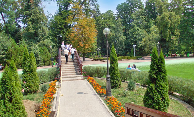 Parcul Mihai Eminescu din orasul Botosani - wikimedia