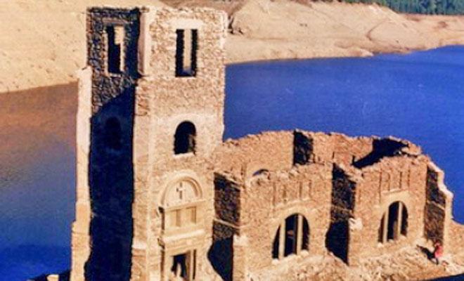 Biserica de sub lacul Belis din comuna Belis - artline