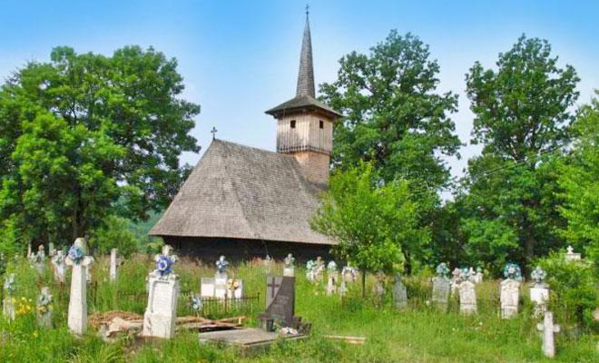 biserica-de-lemn-din-lunca-comuna-baia-de-cris