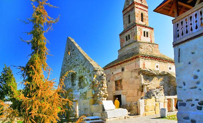 biserica-din-comuna-densus