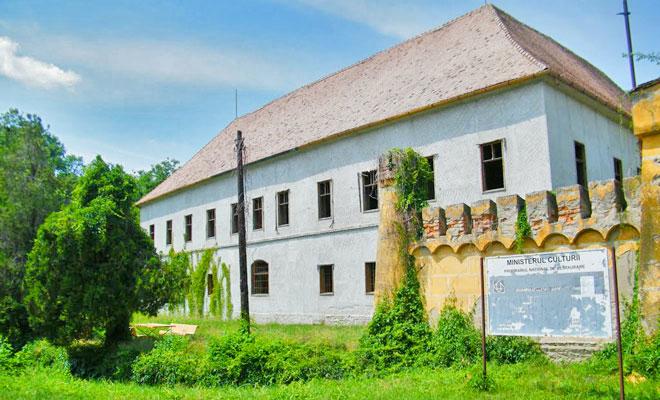 castelul-karatsonyi-din-comuna-banloc-turismtimis