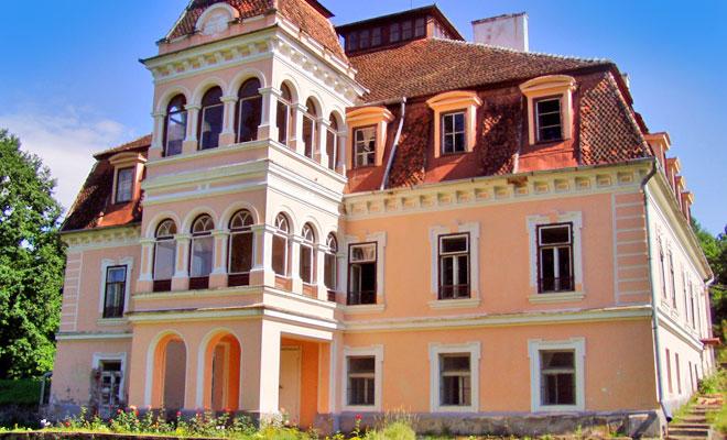 castelul-mikes-din-comuna-zabala-worldwideromania