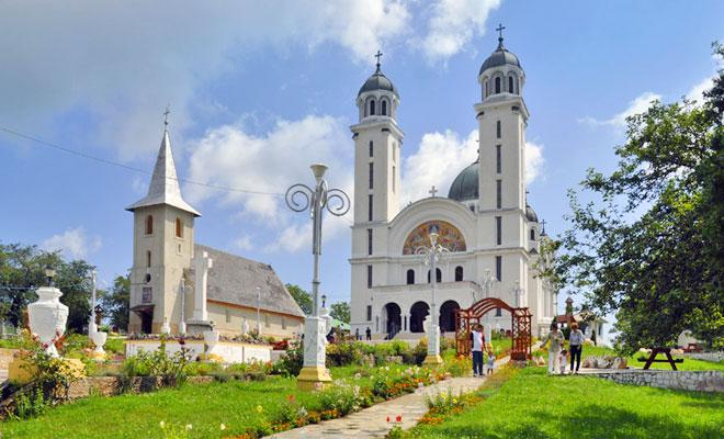 catedrala-din-comuna-ghelari-infoturism-ghelari