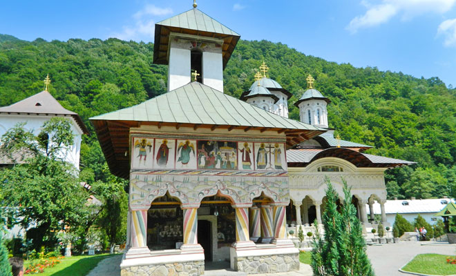 manastirea-lainici-din-judetul-gorj-flickr