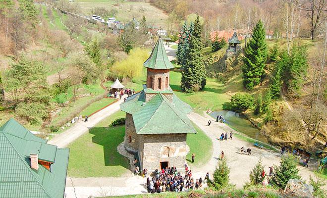 manastirea-prislop-din-comuna-silvasu-de-sus-crestin-ortodox