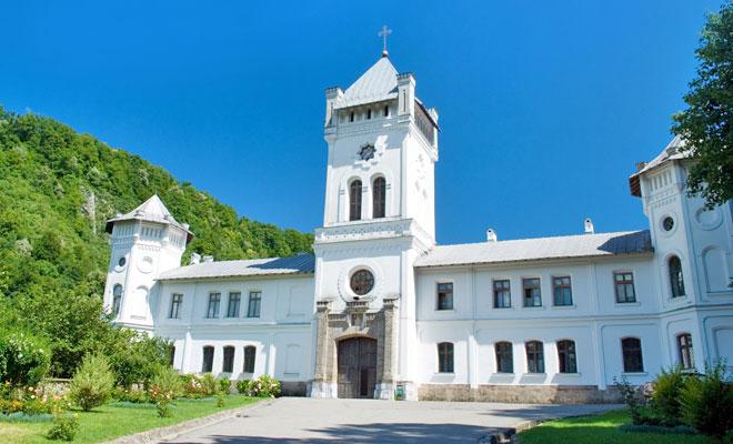 manastirea-tismana-din-comuna-tismana