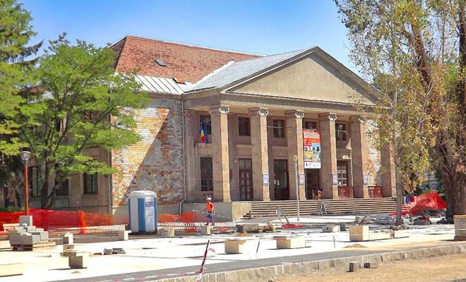 teatrul-municipal-csiki-jatekszin-din-orasul-miercurea-ciuc-panoramio