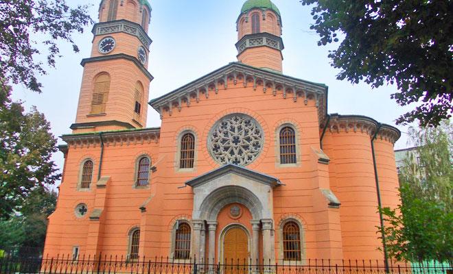 biserica-armeneasca-din-orasul-roman-wikimedia