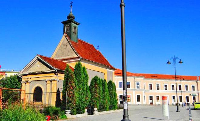 capela-sfintei-cruci-din-orasul-sibiu-wikimapia