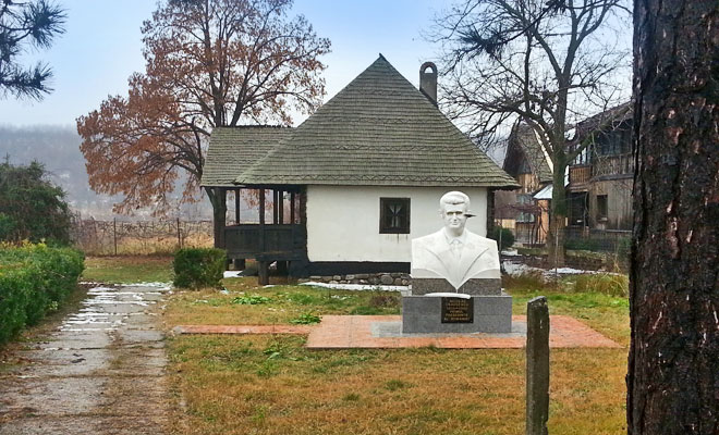 casa-memoriala-nicolae-ceausescu-din-orasul-scornicesti-adidobre
