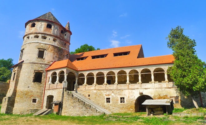 castelul-bethlen-din-comuna-danes-vacantelemele