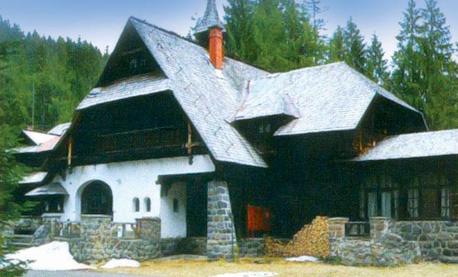castelul-lapusna-din-comuna-ibanesti